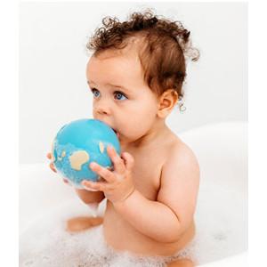 """Jouet de dentition Balle bébé en hevea """"Earthy the World Ball"""" Oli & Carol"""