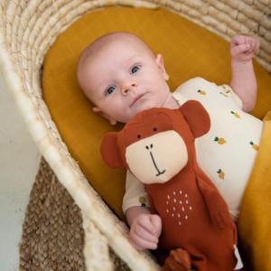 """Peluche en coton bio """"Mr Monkey"""" (26 cm) Trixie Baby"""