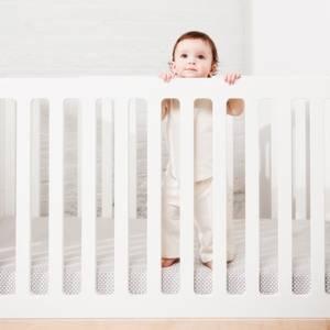 """Lit bébé évolutif en bois Classic """"Noyer"""" Oeuf NYC"""